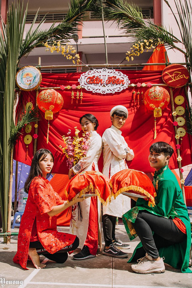 Học sinh tổ chức hội trại xịn sò phiên bản đám cưới, nhưng dàn trai xinh gái đẹp bê tráp mới là điều chiếm spotlight - Ảnh 1.