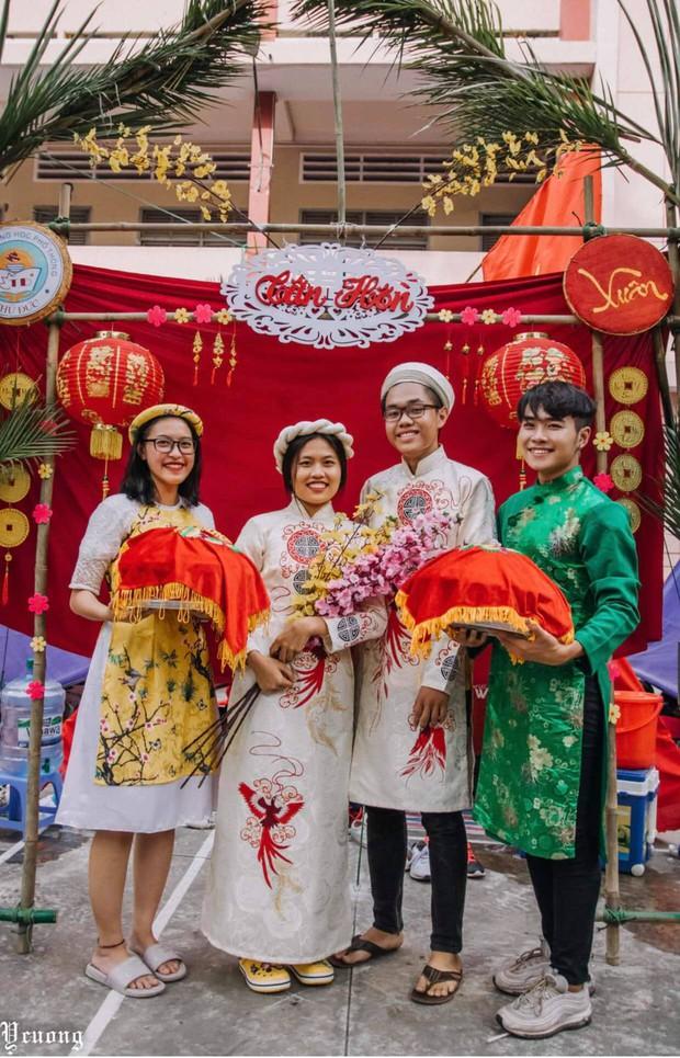 Học sinh tổ chức hội trại xịn sò phiên bản đám cưới, nhưng dàn trai xinh gái đẹp bê tráp mới là điều chiếm spotlight - Ảnh 3.