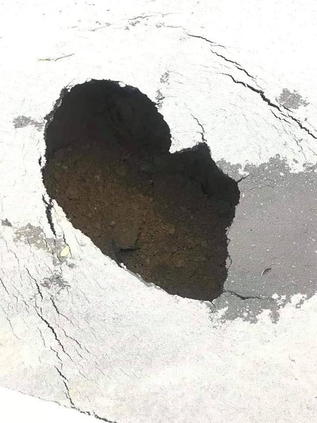 Hà Nội: Bất ngờ xuất hiện hố tử thần ngay cạnh hầm Kim Liên - Ảnh 2.