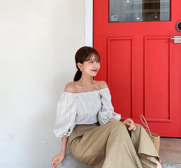 Đếm sơ sơ đã có 6 mẫu áo blouse xinh không để đâu cho hết giúp nàng công sở mặc đẹp suốt hè này - Ảnh 16.