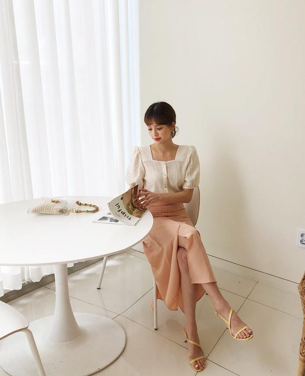 Đếm sơ sơ đã có 6 mẫu áo blouse xinh không để đâu cho hết giúp nàng công sở mặc đẹp suốt hè này - Ảnh 4.