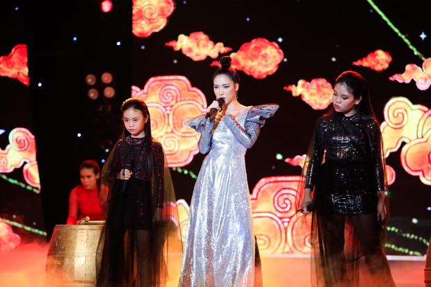 Hòa Minzy tiếp tục live không trượt phát nào trong đêm Bán kết Tuyệt đỉnh song ca nhí 2019 - Ảnh 5.