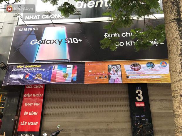 Nóng: Khám xét nơi ở của quản lý, thu giữ nhiều thùng giấy tại cửa hàng điện thoại Nhật Cường mobile - Ảnh 4.