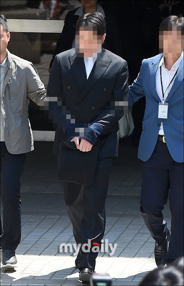 Anh trai Yuri (SNSD) và Choi Jong Hoon chính thức bị bắt, trói chặt bằng dây thừng vì cáo buộc hiếp dâm tập thể - Ảnh 6.