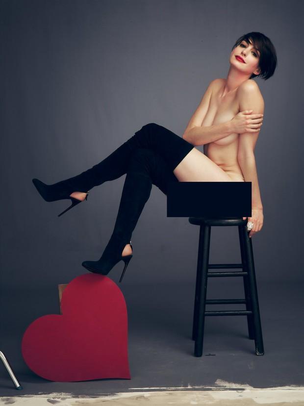 Mê mẩn trước bộ ảnh nóng bỏng mắt, đang gây bão mạng vì gần như khoả thân hoàn toàn của Anne Hathaway - Ảnh 4.