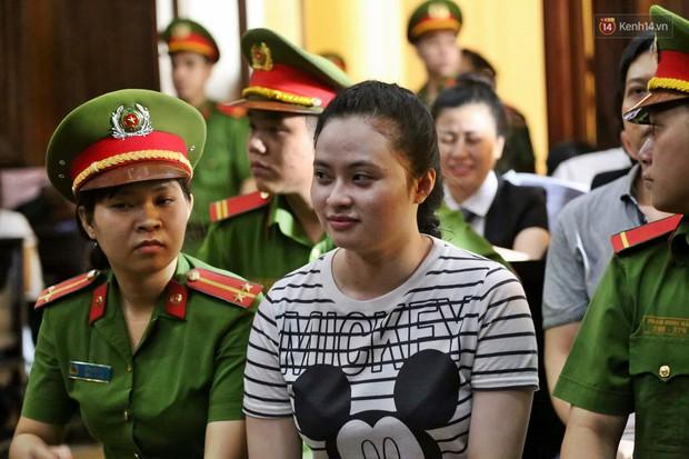 Ông trùm Văn Kính Dương vẫn cười dù bị đề nghị tử hình, hotgirl Ngọc Miu bật khóc khi VKS đưa mức án 20 năm tù - Ảnh 14.