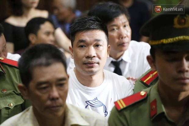 Ông trùm Văn Kính Dương vẫn cười dù bị đề nghị tử hình, hotgirl Ngọc Miu bật khóc khi VKS đưa mức án 20 năm tù - Ảnh 9.