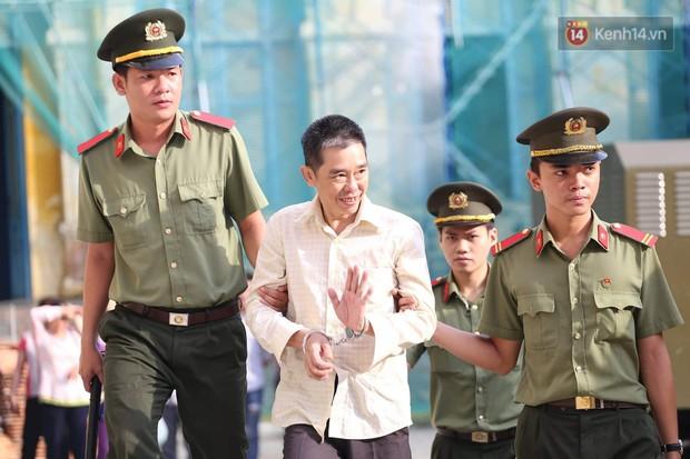 Ông trùm Văn Kính Dương vẫn cười dù bị đề nghị tử hình, hotgirl Ngọc Miu bật khóc khi VKS đưa mức án 20 năm tù - Ảnh 4.