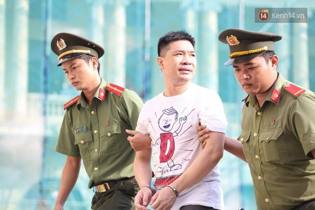 Ông trùm Văn Kính Dương vẫn cười dù bị đề nghị tử hình, hotgirl Ngọc Miu bật khóc khi VKS đưa mức án 20 năm tù - Ảnh 2.
