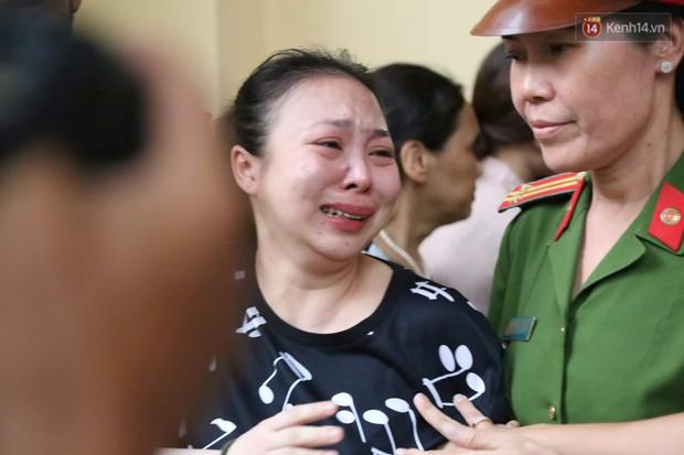 Ngày thứ 3 xét xử ông trùm Văn Kính Dương và đồng phạm: Các nữ bị cáo mong tòa xem xét lại mức án để có cơ hội về nhà với con - Ảnh 13.