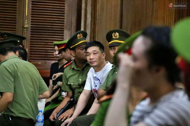 Ông trùm Văn Kính Dương vẫn cười dù bị đề nghị tử hình, hotgirl Ngọc Miu bật khóc khi VKS đưa mức án 20 năm tù - Ảnh 17.