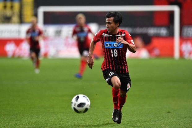 Chanathip Songkrasin: Gã lùn từng cười cợt tuyển Việt Nam nhưng cũng chính là nhân tố khiến thầy Park lo lắng - Ảnh 2.