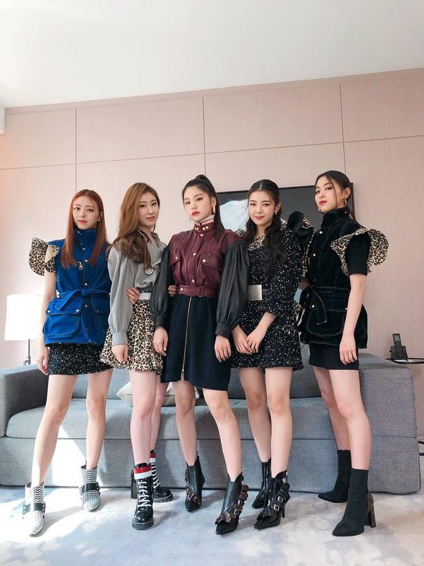 Gà khủng ITZY nhà JYP lần đầu dự sự kiện quốc tế: Em út nữ thần và center xinh thì xinh, nhưng mặc gì thế này? - Ảnh 8.