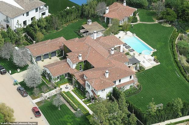 Biết nhà Kardashian giàu nhưng ai ngờ giàu đến độ này: Thầu hẳn khu đất khổng lồ xây 6 biệt thự trăm tỉ chỉ vì 1 lý do đơn giản - Ảnh 7.