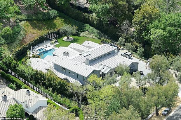 Biết nhà Kardashian giàu nhưng ai ngờ giàu đến độ này: Thầu hẳn khu đất khổng lồ xây 6 biệt thự trăm tỉ chỉ vì 1 lý do đơn giản - Ảnh 13.
