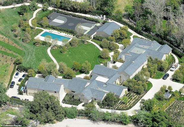 Biết nhà Kardashian giàu nhưng ai ngờ giàu đến độ này: Thầu hẳn khu đất khổng lồ xây 6 biệt thự trăm tỉ chỉ vì 1 lý do đơn giản - Ảnh 3.