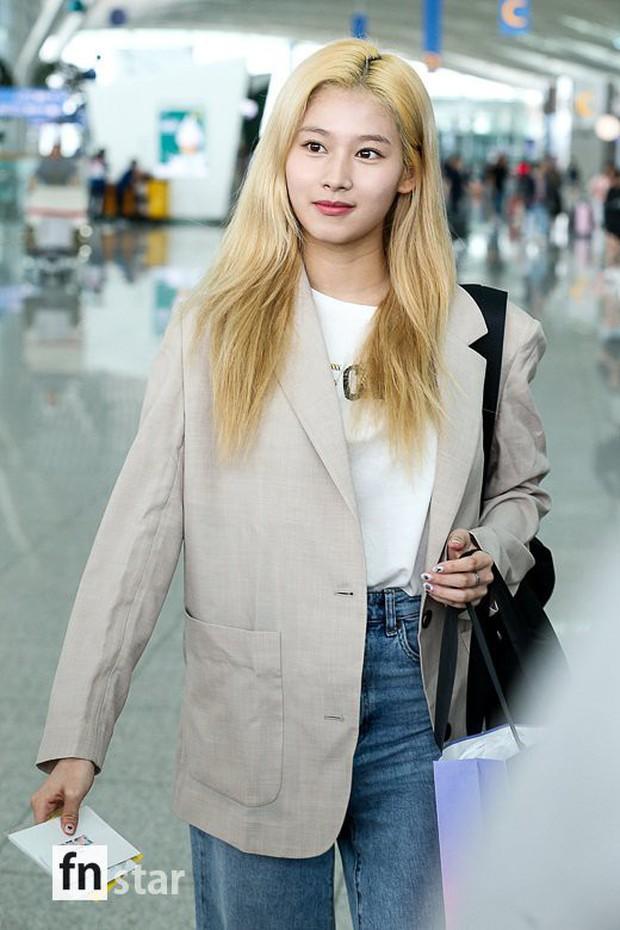 Cùng trang điểm sương sương ra sân bay, Hyomin (T-ara) xuất thần đến mức đánh bật cả nữ thần TWICE - Ảnh 3.