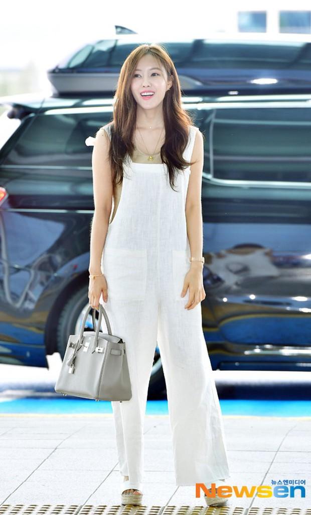 Cùng trang điểm sương sương ra sân bay, Hyomin (T-ara) xuất thần đến mức đánh bật cả nữ thần TWICE - Ảnh 7.