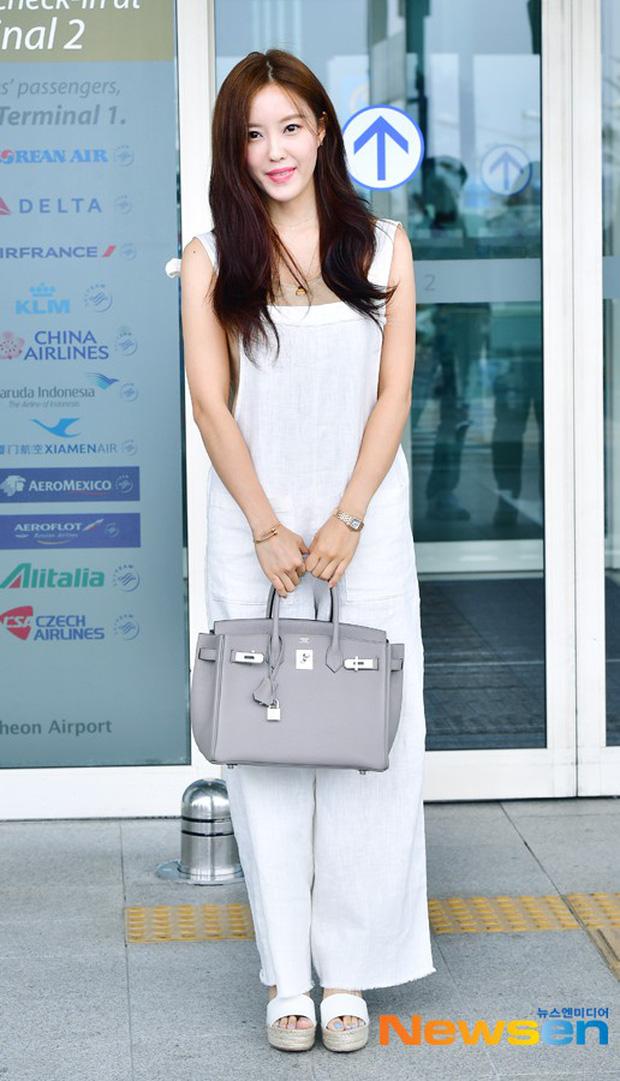 Cùng trang điểm sương sương ra sân bay, Hyomin (T-ara) xuất thần đến mức đánh bật cả nữ thần TWICE - Ảnh 8.