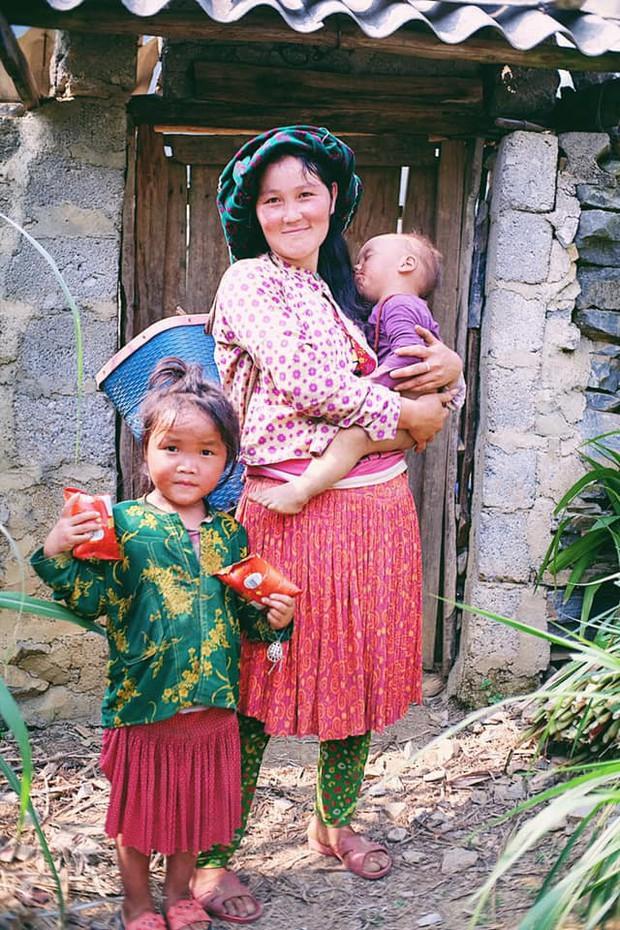 """Cuộc trò chuyện lúc nửa đêm với cô gái đi Hà Giang để """"gom về một vườn trẻ"""": Chỉ mong các em mãi giữ được sự thuần khiết như hoa như sương vùng đất này - Ảnh 19."""