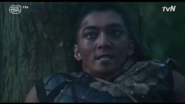 Arthdal Chronicles tập 1: Jang Dong Gun làm cơ trưởng bay lắc, Song Joong Ki xuất hiện đúng 5 giây! - Ảnh 1.