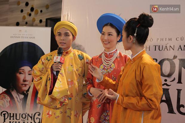Thánh ăn hại Jun Phạm thần thái bất ngờ, sánh đôi hoàng hậu Diễm My 9x trên thảm đỏ phim cung đấu Việt Nam Phượng Khấu - Ảnh 1.