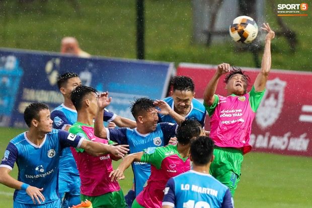 Tuyển thủ U23 và các đồng đội tái hiện màn cào tuyết đầy cảm xúc tại Thường Châu - Ảnh 2.