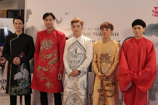 Thánh ăn hại Jun Phạm thần thái bất ngờ, sánh đôi hoàng hậu Diễm My 9x trên thảm đỏ phim cung đấu Việt Nam Phượng Khấu - Ảnh 8.