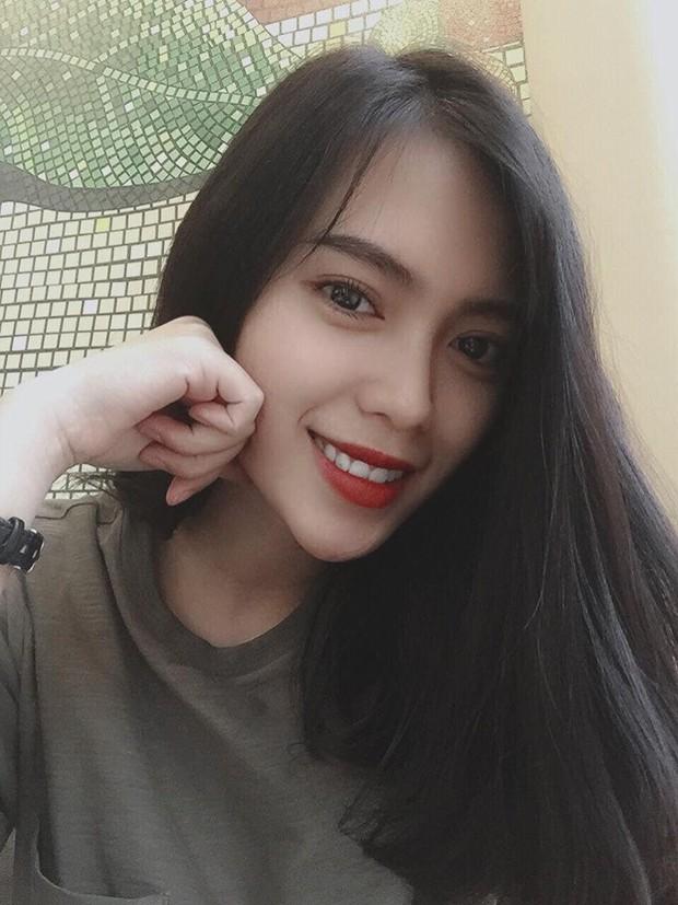 Danh tính gái xinh trong bức ảnh chụp vội được các fanpage đăng đi đăng lại suốt 3 năm và còn trở thành hình nền điện thoại của người lạ - Ảnh 10.
