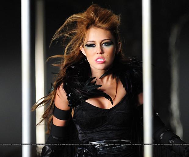 Miley Cyrus: Nàng công chúa Disney chinh phục cả thế giới và chàng hoàng tử đời mình bằng cái điên bản năng - Ảnh 5.
