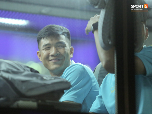 Tuyển Việt Nam đã tới Thái Lan: Mọt sách Tuấn Anh giữa rừng smartphone - Ảnh 5.