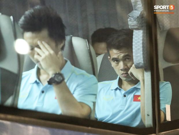 Tuyển Việt Nam đã tới Thái Lan: Mọt sách Tuấn Anh giữa rừng smartphone - Ảnh 12.