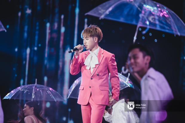 KARD và Ha Sung Woon khiến fan bấn loạn, Chi Pu và Hương Giang đẹp phát hờn bên dàn nghệ sĩ tại show Hàn-Việt - Ảnh 15.