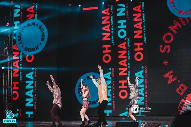 KARD và Ha Sung Woon khiến fan bấn loạn, Chi Pu và Hương Giang đẹp phát hờn bên dàn nghệ sĩ tại show Hàn-Việt - Ảnh 2.