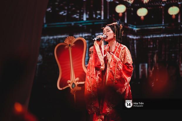 KARD và Ha Sung Woon khiến fan bấn loạn, Chi Pu và Hương Giang đẹp phát hờn bên dàn nghệ sĩ tại show Hàn-Việt - Ảnh 10.