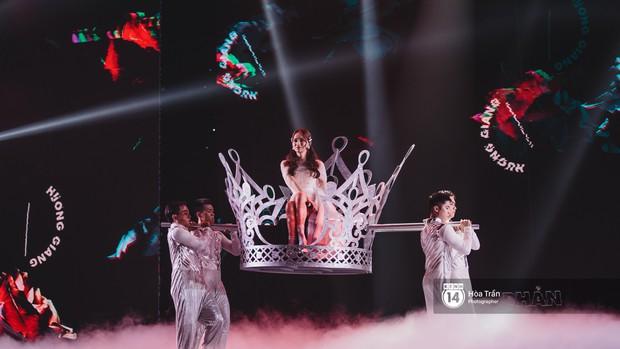 KARD và Ha Sung Woon khiến fan bấn loạn, Chi Pu và Hương Giang đẹp phát hờn bên dàn nghệ sĩ tại show Hàn-Việt - Ảnh 12.