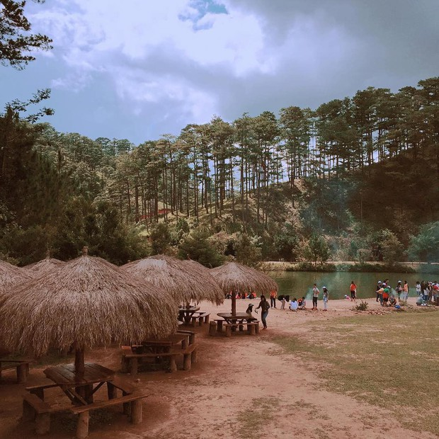 Gia đình và hội bạn thân Phương Mỹ Chi chụp ảnh tone-sur-tone cực xinh ở ngôi làng ẩn mình giữa lòng Đà Lạt: Chịu chơi vậy rồi ai chơi lại? - Ảnh 8.