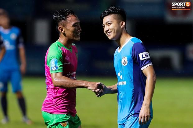Tuyển thủ U23 và các đồng đội tái hiện màn cào tuyết đầy cảm xúc tại Thường Châu - Ảnh 8.