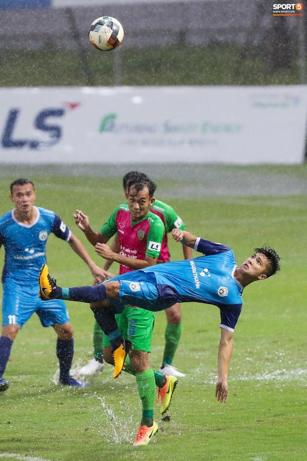 Tuyển thủ U23 và các đồng đội tái hiện màn cào tuyết đầy cảm xúc tại Thường Châu - Ảnh 4.