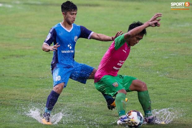 Tuyển thủ U23 và các đồng đội tái hiện màn cào tuyết đầy cảm xúc tại Thường Châu - Ảnh 1.