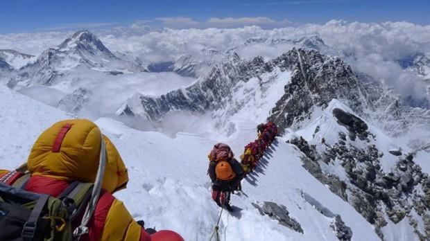 Núi tử thần Everest: Nơi cái chết được coi là cuộc chơi và những lỗ hổng chưa được ai chắp vá - Ảnh 1.