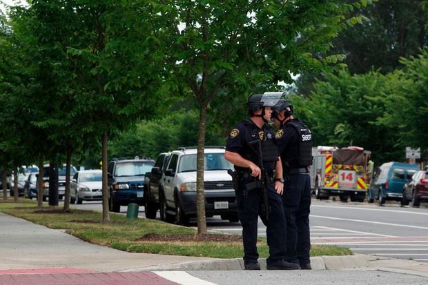 Nóng: Xả súng kinh hoàng ở Mỹ, ít nhất 17 người thương vong - Ảnh 1.
