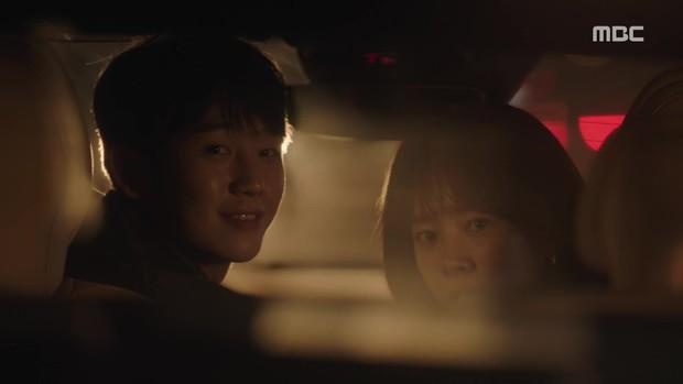 Jung Hae In từ Chị Đẹp đến Đêm Xuân: Chàng phi công trẻ đáng trân trọng hay kẻ thứ ba phá hoại tình yêu? - Ảnh 6.