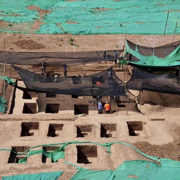 Phát hiện mộ cổ trong trường đại học danh tiếng Trung Quốc, nhìn thấy được cả hài cốt - Ảnh 1.
