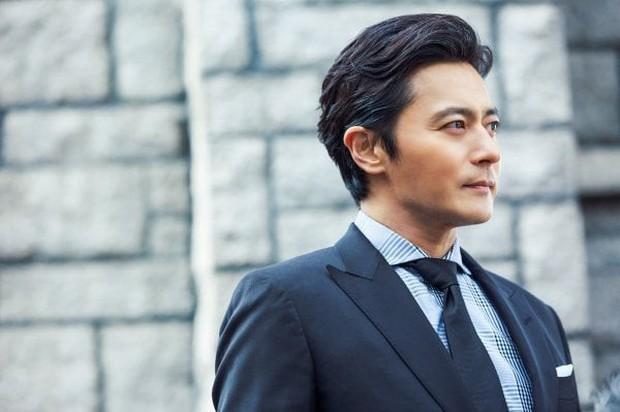 Khi 2 quý ông đã vợ Jang Dong Gun và Song Joong Ki đại chiến: Thành công từ sự nghiệp đến tội đồ cướp đi quốc bảo xứ Hàn! - Ảnh 2.