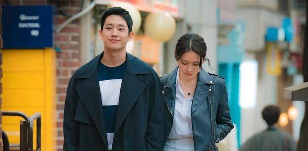 Jung Hae In từ Chị Đẹp đến Đêm Xuân: Chàng phi công trẻ đáng trân trọng hay kẻ thứ ba phá hoại tình yêu? - Ảnh 2.