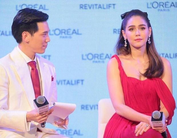 """""""Mỹ nhân đẹp nhất Thái Lan"""" Chompoo Araya ngọt ngào như công chúa, đối lập Thái Y Lâm sexy hết nấc khi diện chung váy - Ảnh 3."""