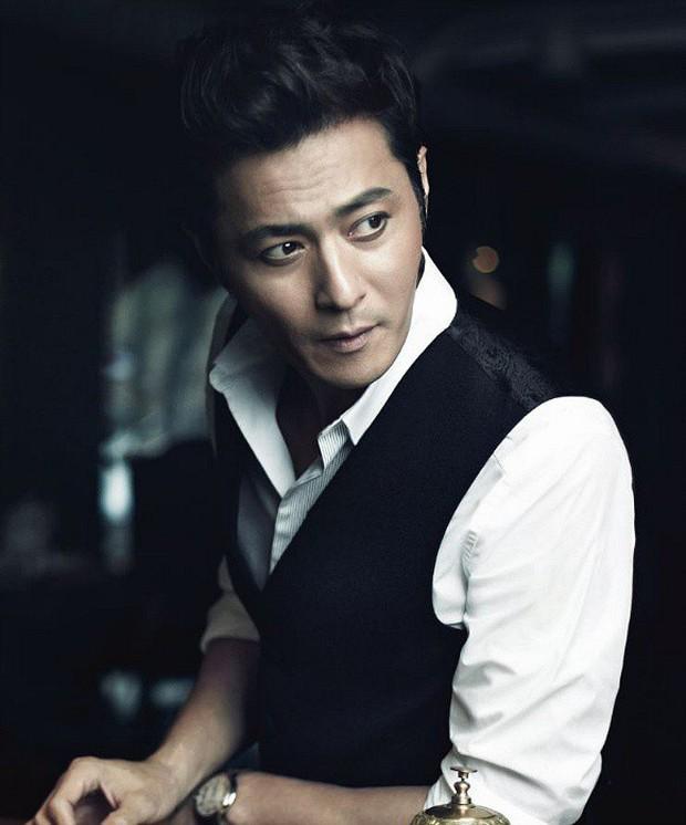 Khi 2 quý ông đã vợ Jang Dong Gun và Song Joong Ki đại chiến: Thành công từ sự nghiệp đến tội đồ cướp đi quốc bảo xứ Hàn! - Ảnh 3.