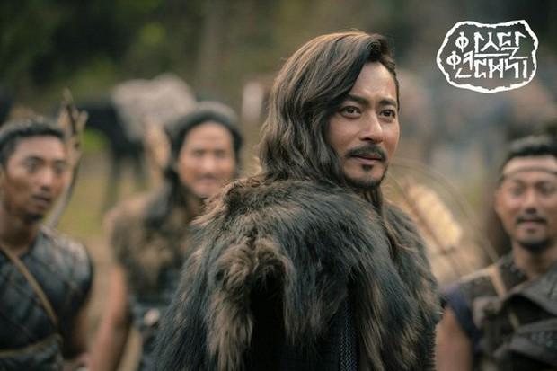Khi 2 quý ông đã vợ Jang Dong Gun và Song Joong Ki đại chiến: Thành công từ sự nghiệp đến tội đồ cướp đi quốc bảo xứ Hàn! - Ảnh 9.