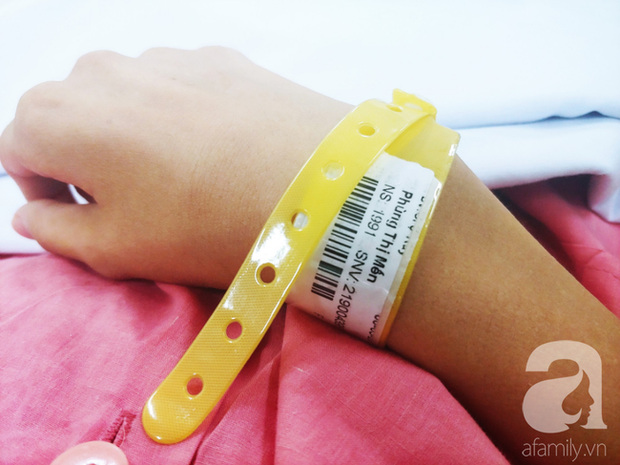 Người mẹ bật khóc nhìn con gái bị cắt chân, nằm liệt giường sau khi mổ não - Ảnh 10.